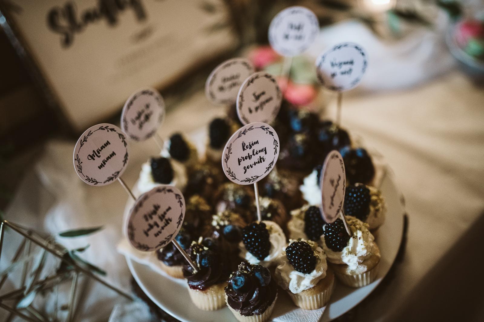 Svatební catering jednohubky kaviár