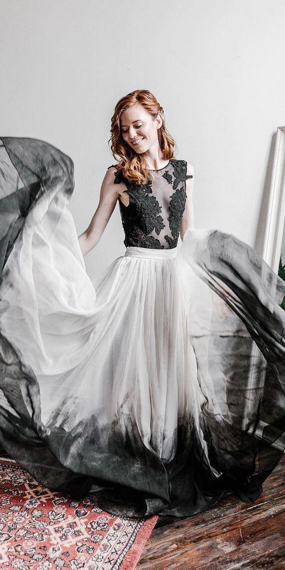 Černé svatební šaty podle trendů 2020