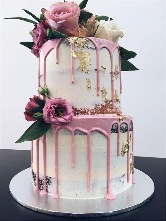svatební dort s ledabylou polevou růže
