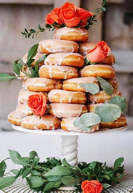 svatební dort koblihy růže poleva