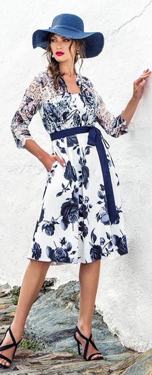 svatební šaty s modrými květy